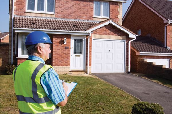 Top tips to find a reliable builder or plumber