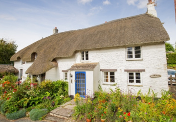 Gosh, Gnosall Cottage is gorgeous!